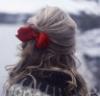 Девушка с красным бантиком