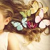 бабочки в волосах