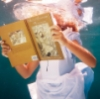 Алиса с книгой