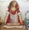 девочка раскатывает тесто