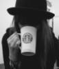 с чашкой в шляпе