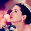 anne hathaway white rose crown