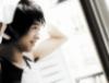 Yoochun si vysušuje vlasy ručníkem