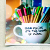 карандаши в чашке