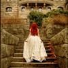 рыжай идет в замок