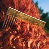 Гребень в рыжих волосах