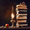 керосиновая лампа и книги