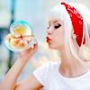 блондинка с мыльным пузыриком