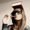 Александра: Книга на голове