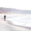 человек у кромки моря