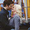 parks: leslie/ben almost kiss