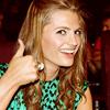 Rosie: Stana thumbs up