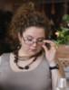 очки исподлобья