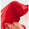 девушка с платком на лице