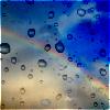 Радуга сквозь капли дождя