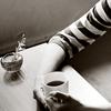 кофе и полосатая кофта
