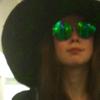 chapeau et des lunettes