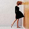 девочка перед дверью