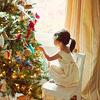 Девочка перед елкой