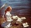 дева у моря с книгами