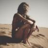 девушка в песках