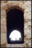 старая крепость, дверной проем, силуэт женщины