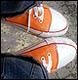 оранжевыми кедами по плохому настроению