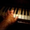 henna piano hand