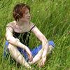 она в густой траве