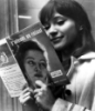 Anna Karina läser