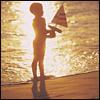 Dreng ved strand