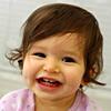 Дитё улыбается