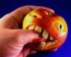 яблоки нападают