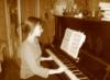 за пианино