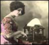 Дама за пишущей машинкой