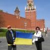 двоє - Ukr in Rus прапор біля кремля