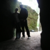 двоє - силуети в печері ч-ж