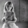 Девочка в платьице белом