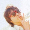 toma with red frames