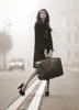 девочка с чемоданчиком