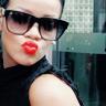 Lauren*: kisses