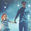 Josh&Hayley : holding hands