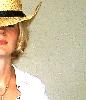 xodim_paroy: Она в шляпе