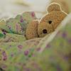 мишка в кроватке