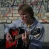 С гитарой на крышке