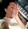 avec piano hand