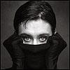 глаза в черном