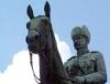 статуй въ ушанкЬ