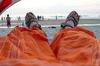 Codependent Media: ноги на пляже